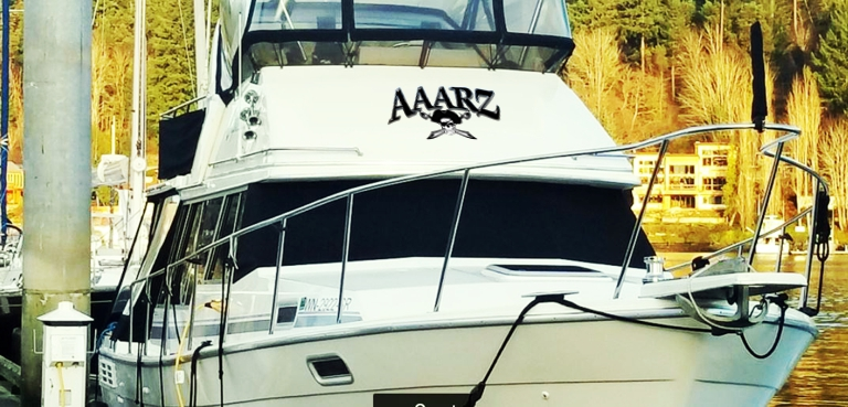 AAARZ Boat Lettering with Jolly Roger pirate 5 on house small